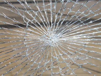 glass-breakage-286098_400x300
